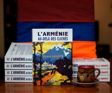 """Présentation et dédicace du livre """"L'Arménie au-delà des clichés"""" (Editions Thaddée) par son auteur Maxence SMANIOTTO."""