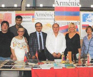Stand arménien présentant l'histoire et la culture de l'Arménie