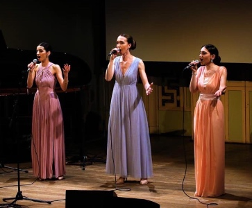 Trio vocal féminin Nazani